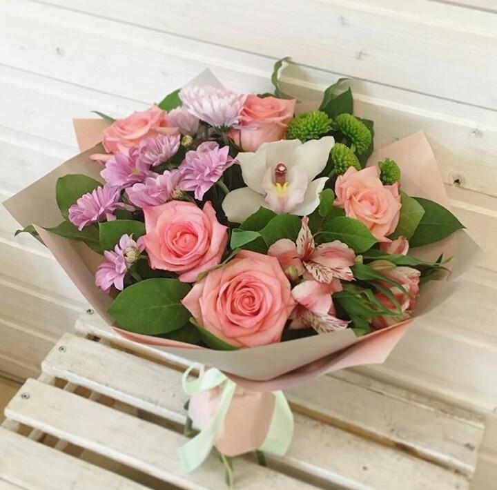 Предложение цветов и букеты на выпускной цена